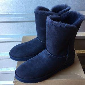 64ba5635225 New Ugg Classic Cuff short boots imperial Sz 12 ❤️ NWT
